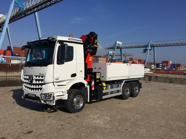 Mercedes Arocs 3-Achs Baustoffzug mit PALFINGER Ladekran