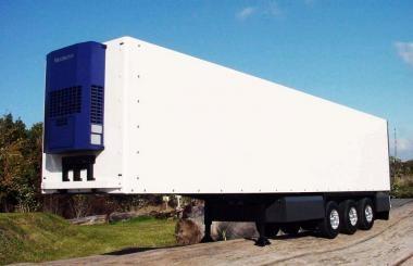 3-Achs-Kühl-Kofferauflieger mit Rolltor