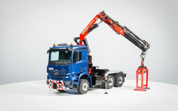 Mercedes Arocs 3-Achs-Sattelzugmaschine mit Palfinger Ladekran