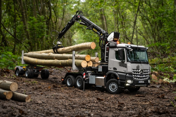Mercedes Arocs 3-axle long timber L-crane S290L with trailer