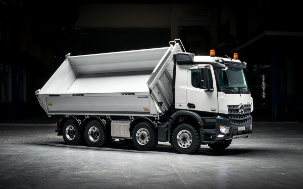 Mercedes Arocs 4-axle three-way tipper with all-wheel drive