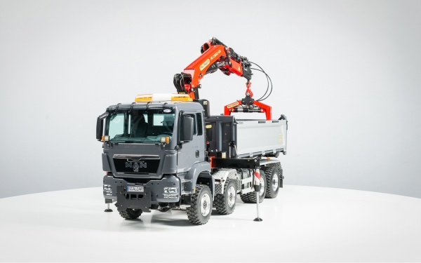 MAN TGS Euro 6 4-axle three-way tipper with Palfinger loading crane