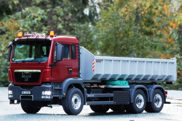 MAN TGS 3-axle hook lift truck Euro 5 Palfinger with all-wheel drive