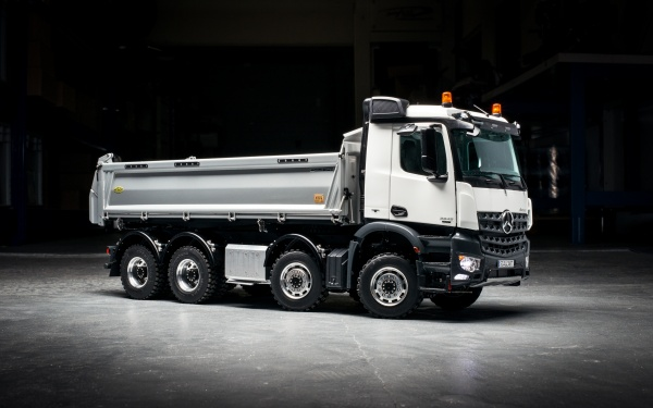 Mercedes Arocs 4-axle three-way tipper without all-wheel drive