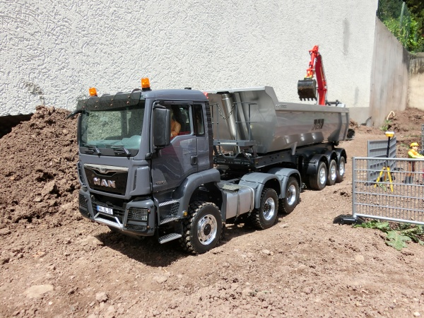 MAN TGS 3-axle tractor unit short for all-wheel drive