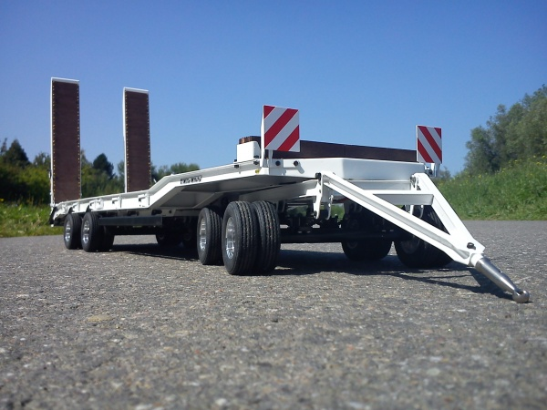 4-axle-low-bed-trailer with electric