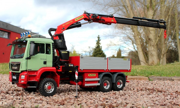 MAN TGS Euro 6 3-axle construction material truck with PALFINGER loading crane