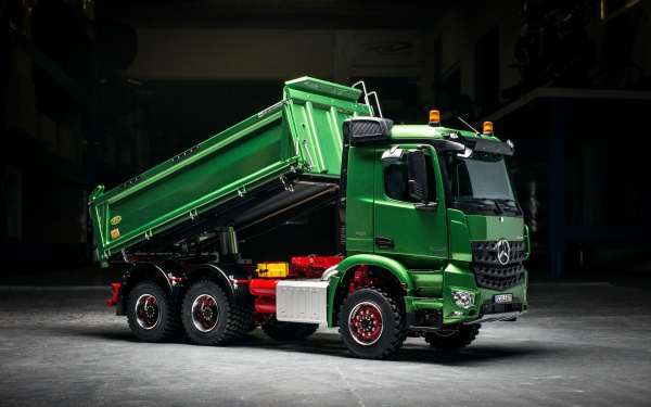 Mercedes Arocs 3-axle three-way tipper without all-wheel drive